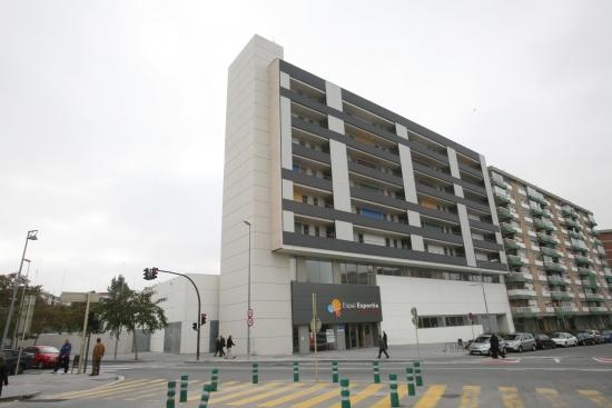 42 viviendas sobre polideportivo en Av. Línea eléctrica- Cornellà